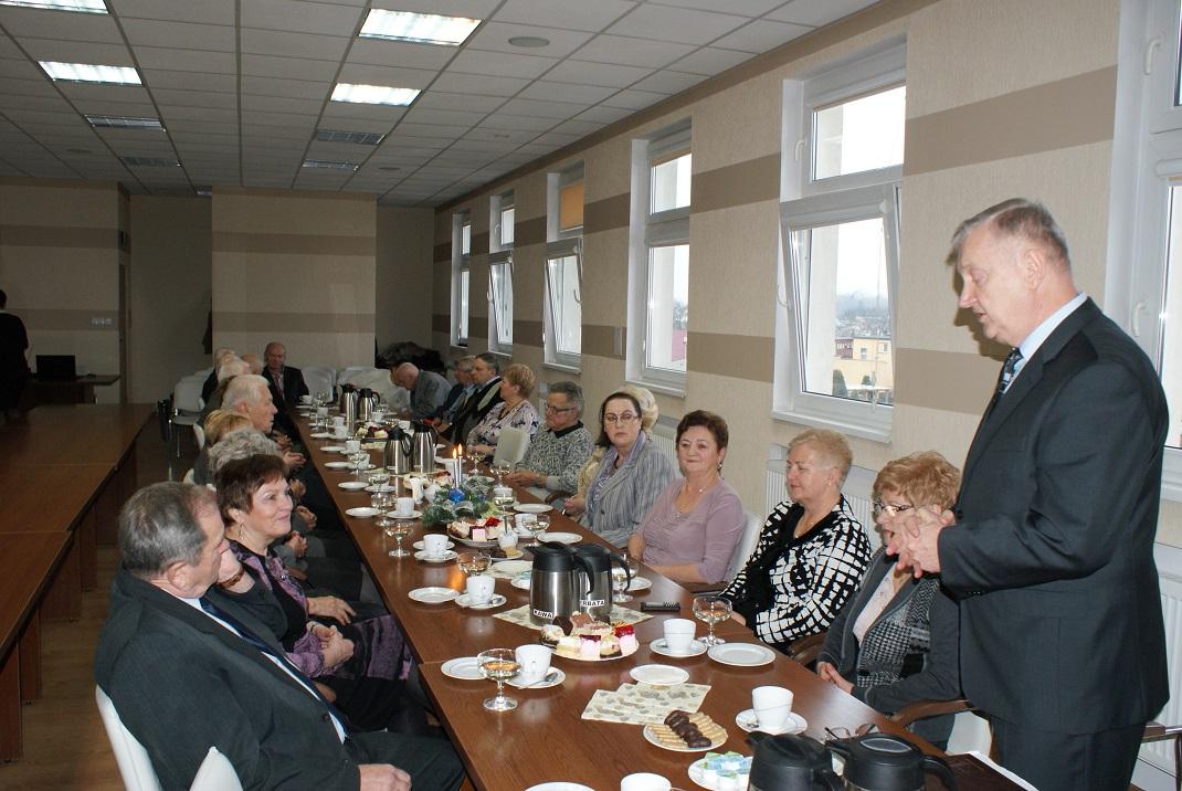 Ilustracja do informacji: Spotkanie opłatkowe z emerytowanymi pracownikami