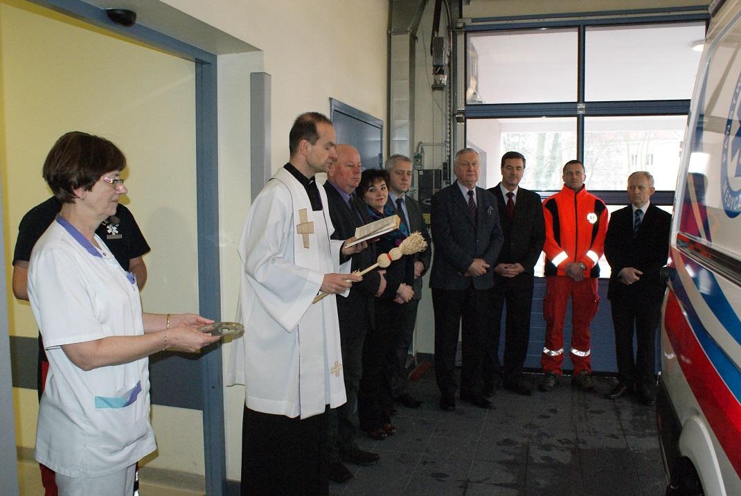 Ilustracja do informacji: Nowa karetka dla nowotomyskiego szpitala