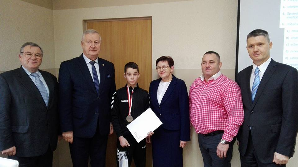 Ilustracja do informacji: Gratulacje dla młodego sportowca