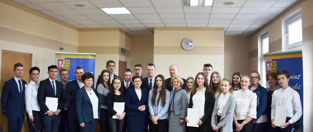 Ilustracja do informacji: Sesja inauguracyjna Młodzieżowej Rady Powiatu Nowotomyskiego