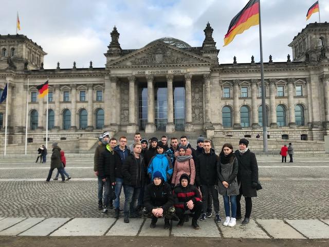 Ilustracja do informacji: Na praktykach w Niemczech