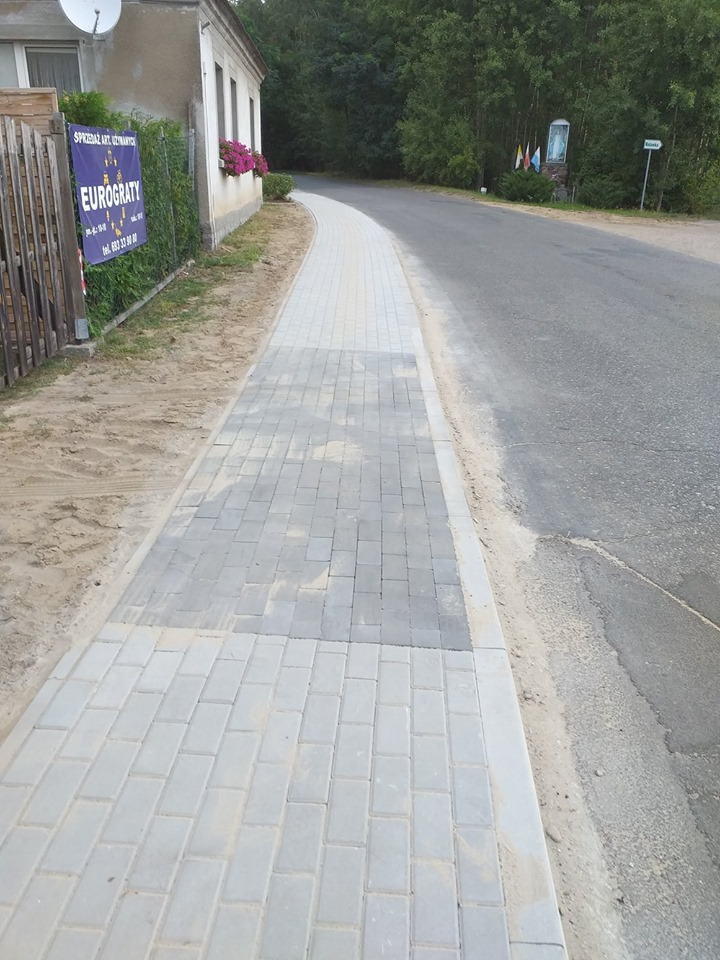 Ilustracja do informacji: Zakończono przebudowę chodnika w Sątopach