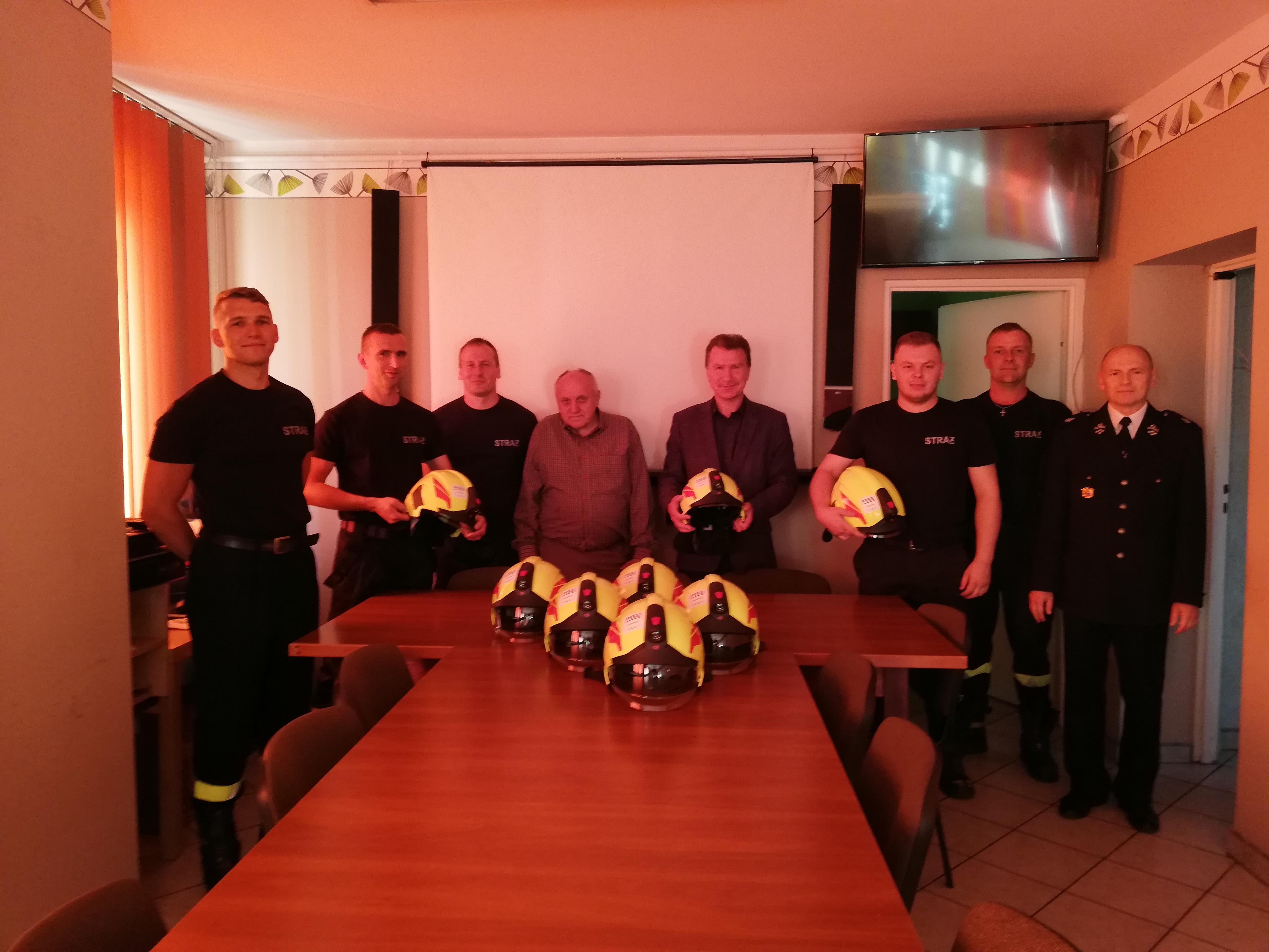 Ilustracja do informacji: Polskie Sieci Elektroenergetyczne wspierają bezpieczeństwo strażaków z OSP Bolewice