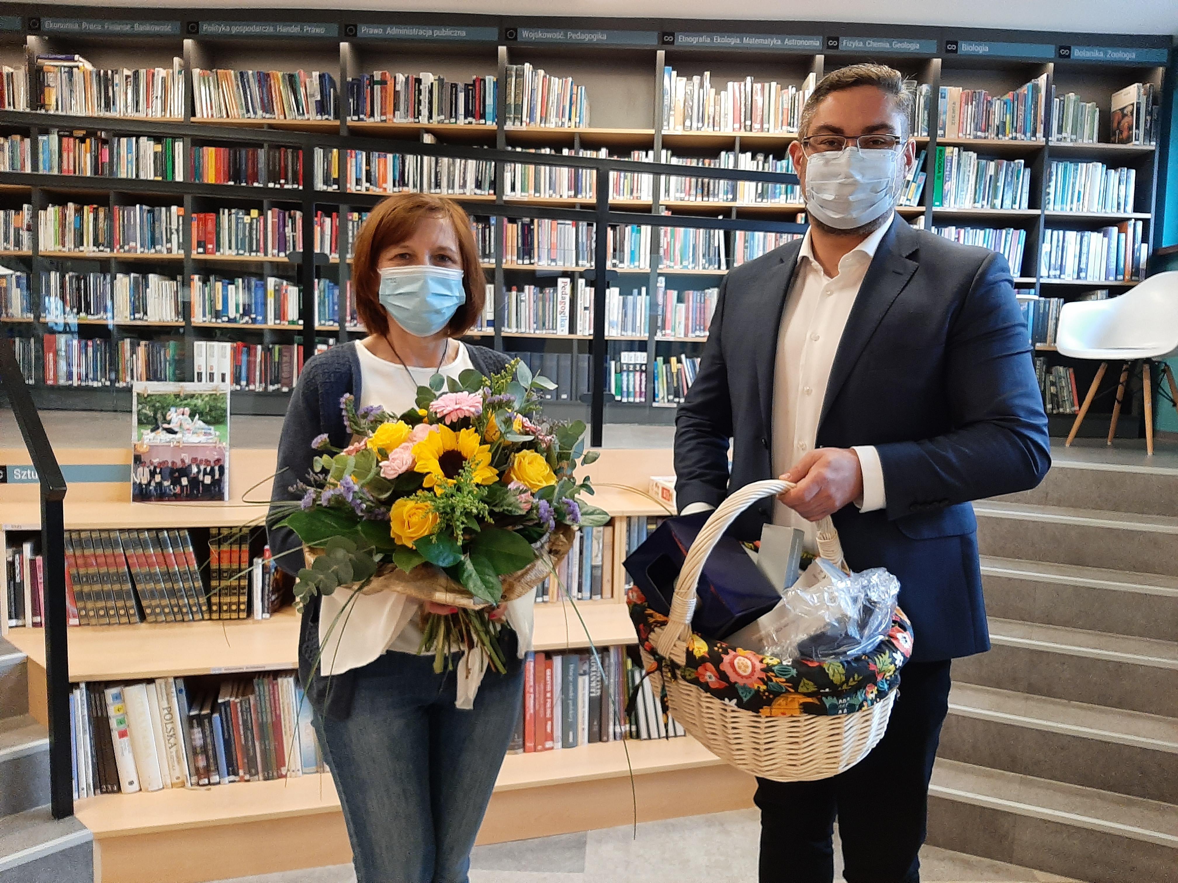 Ilustracja do informacji: Dzień Bibliotekarza i Bibliotekarek