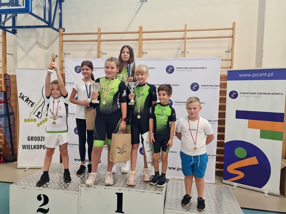 Ilustracja do informacji: II Mistrzostwa o Puchar Starosty Nowotomyskiego w jeździe na rolkach
