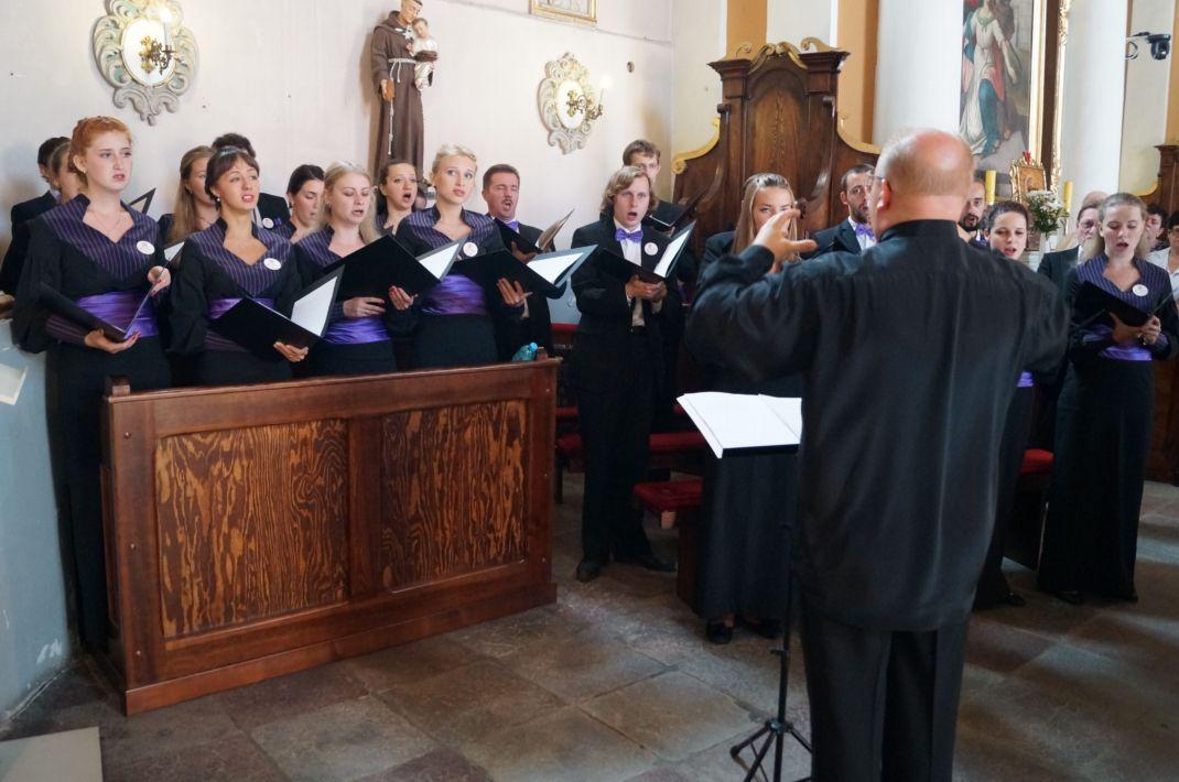 Ilustracja do informacji: Piękno śpiewów cerkiewnych i owacje na stojąco